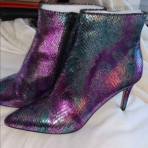New betsey Johnson snakeskin boots